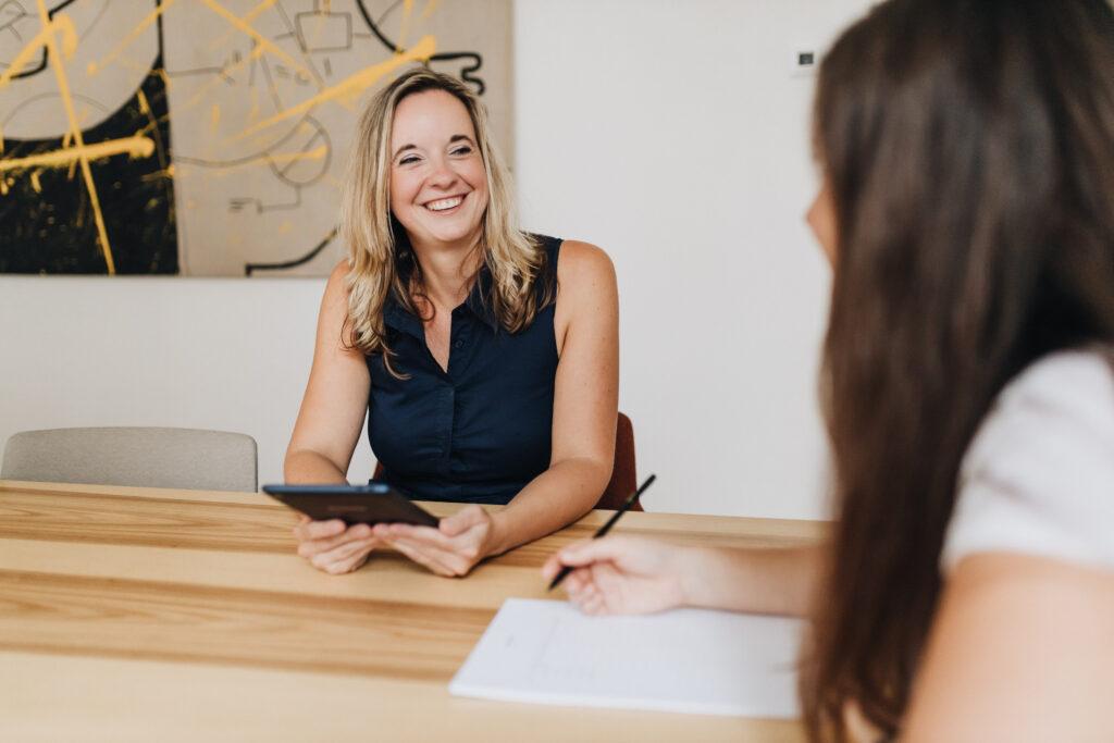 Tereza Ščerbová je kariérní poradce a kouč, který radí při změně zaměstnání